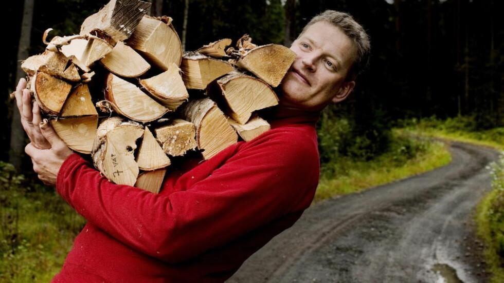 <strong>TRAFF EN NERVE:</strong> Forfatter Lars Mytting skrev bok om vedstabling og fyring. Det var ikke så sært som man skulle tro. Foto: Agnete Brun / Dagbladet