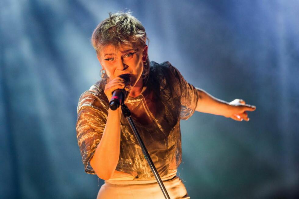 FLERE KVINNER: Øyafestivalen får ros for årets line-up. Her er den svenske artisten Robyn under fjorårets festival. Foto: Jørgen Kvalsvik / Dagbladet