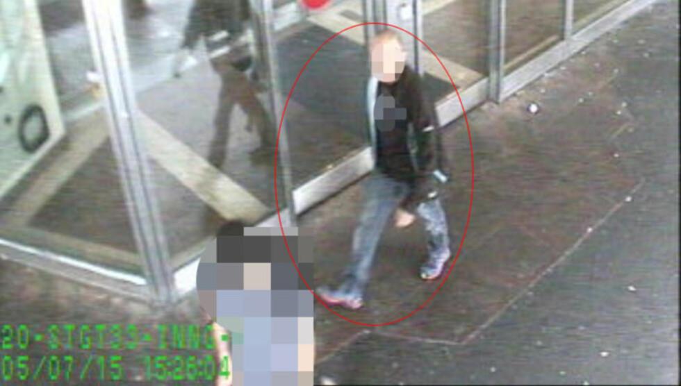 ETTERSØKT: Her går angivelig mannen som er ettersøkt av politiet. Foto: Politiet