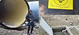 Gjennom tunneler, via kabler opp til helikopter, ved hjelp av smørkniv, kleshenger og yoga
