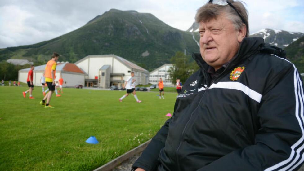 KLAR IGJEN: Arvid Nes har vært til stede flere ganger da et lag fra klubben hans har røket ut av Norway Cup på myntkast. - Det skal ikke være mulig, sier han.