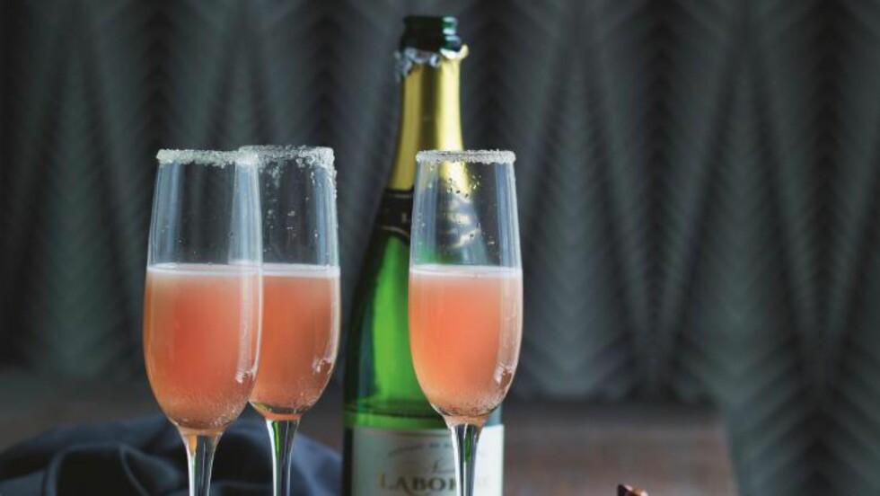 ROSSINI:  Skap variasjon, by på noe nytt. Denne drinken har jordbær, vanilje og musserende. Foto: ALL OVER PRESS