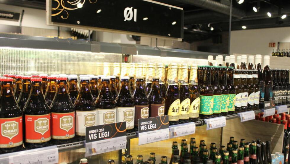 STORT UTVALG:  Både Vinmonopolet og mange butikker har nå fått et bredt utvalg av ulike øl-merker og øl-typer. Foto: HANNA SIKKELAND