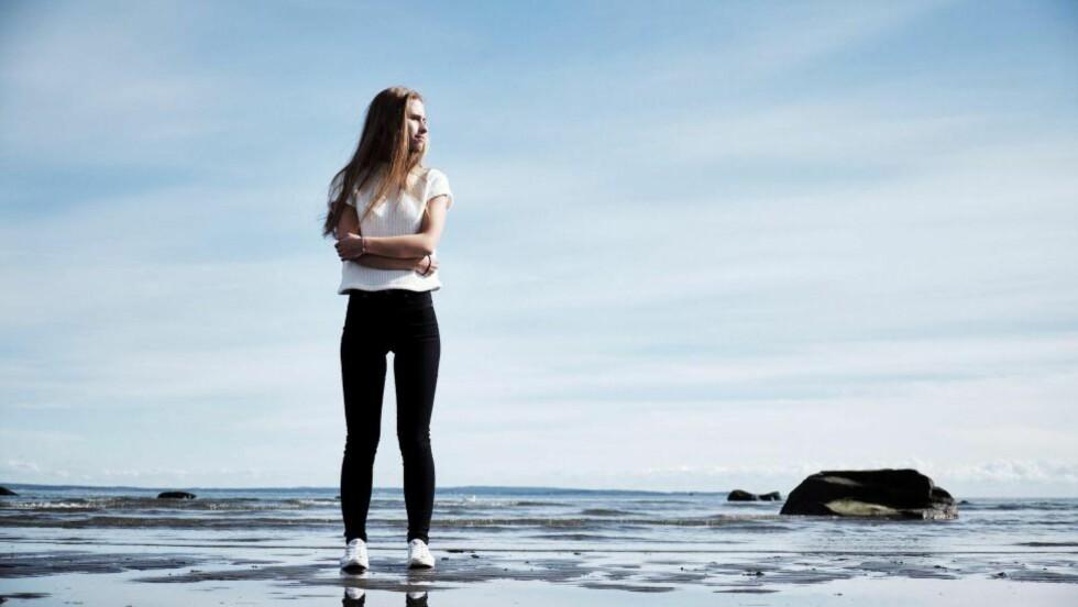 FLO OG FJÆRE: - Jeg er livredd for å miste kontrollen, redd for å gå opp i vekt selv om jeg vet at jeg må legge på meg for å bli frisk. I november i fjor ble Ida Johansen diagnostisert med anoreksi. Foto: MORTEN RAKKE