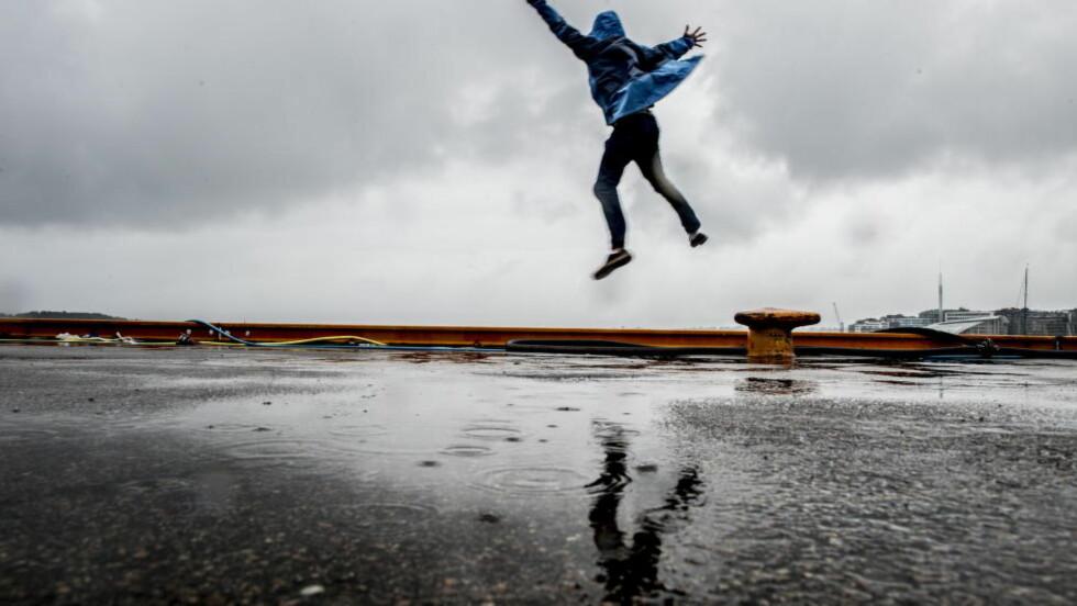 GRÅTT:  Tirsdag var ingen god dag for de som ville nyte sommeren i Oslo. Mer vær av samme type kommer trolig i neste uke.  Foto: Thomas Rasmus Skaug / Dagbladet.