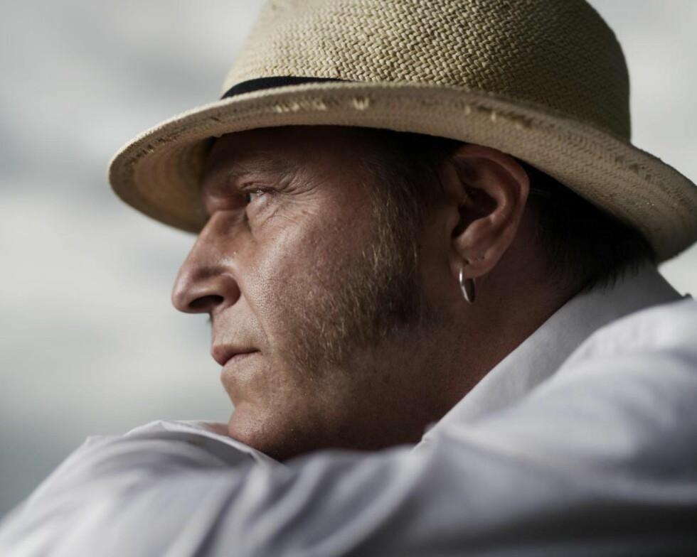 BLUES-BOK: Torsdag synger Vidar Busk på Notodden Blues Festival, samtidig med lanseringa av biografien «Balladen om Vidar Busk» skrevet av Erik Holien. Foto: AGNETE BRUN