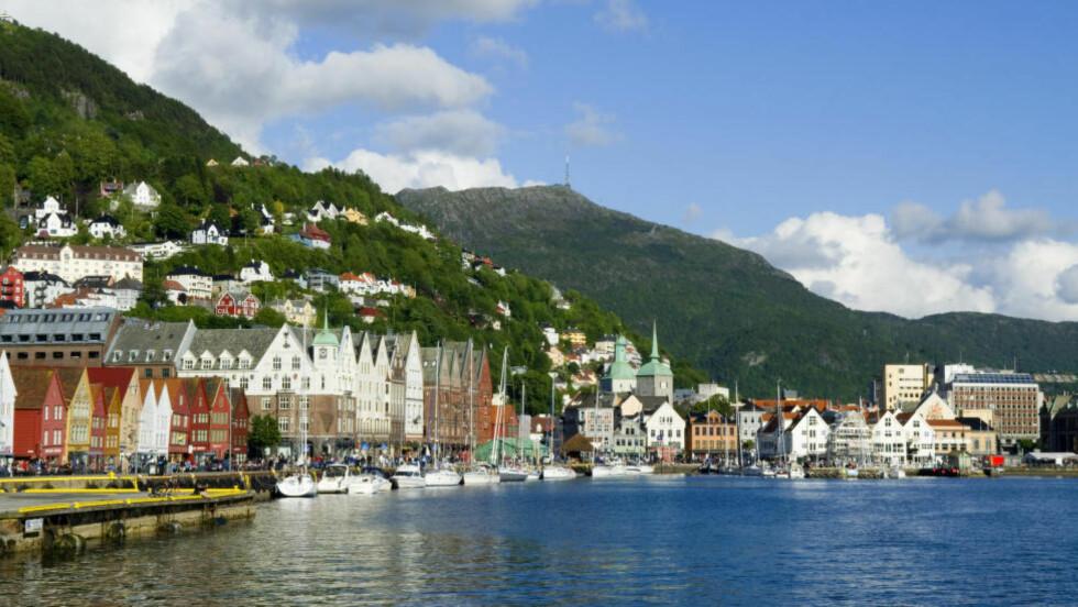 PÅTENT?: Politiet mistenker at domkirken i Bergen ble forsøkt påtent natt til onsdag. Branntilløpet ble raskt slukket. Foto: Willy Haraldsen / SCANPIX