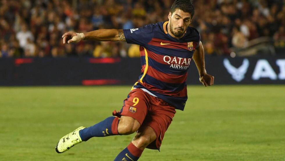 I AKSJON:  Luis Suárez og Sergi Roberto scoret målene da Barcelona slo amerikanske Los Angeles Galaxy 2-1 i USA onsdag. Foto: AFP PHOTO/MARK RALSTON
