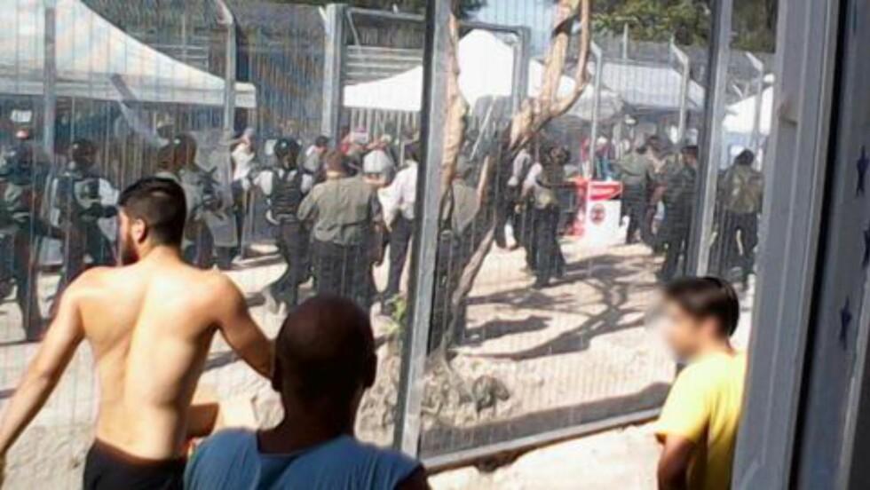OPPTØYER: Det har oppstått flere opptøyer i forvaringsleiren på Manus Island. Et av dem var dødelige, da lokale innbyggere tok seg inn på leiren og startet en slåsskamp. Politiet skal ha støttet lokalbefolkningen i slåsskampen. Foto: Refugee Action Coalition