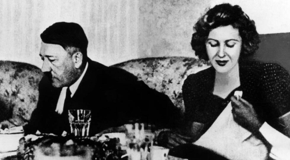 Adolf Hitler and Eva Braun at their coffee table during a vacation stay on Obersalzberg. Undated picture.  Adolf Hitler, Privat: Mit Eva Braun