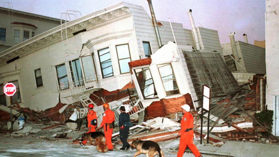 JORDSKJELV  Med jevne mellomrom rammes San Francisco av Jordskjelv. Nå frykter geologer et nytt jordskjelv som langt overstiger set som rammet dette huset i 1989. Foto: Eric Risberg / AP / NTB Scanpix