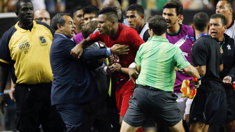 SKUFFET: Panama var veldig skuffet etter å ha røket ut mot Mexico på det de mener er på uhyre urettferdig vis. Foto: AP Photo/John Bazemore