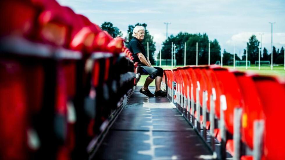 BENKESLITER: Snart er det slutt. Årets Norway Cup blir det siste i rekka for Frode Kyvåg etter 39 år i sjefsstolen. -  Jeg har bare hatt en tanke i hodet  siden i fjor, og det er at jeg skal avslutte med stil og arrangere en perfekt 2015-turnering, sier han. Foto. Thomas Rasmus Skaug