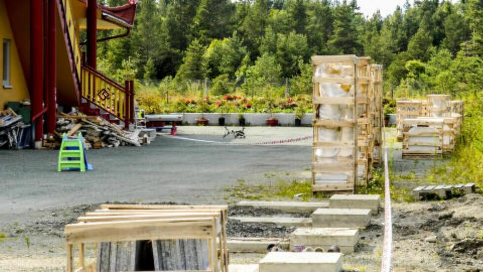 SPERRET AV ETTER FUNN:  Den døde personen ble funnet i dette området på Østre Rosten. Foto: Frank Valde / NTB scanpix