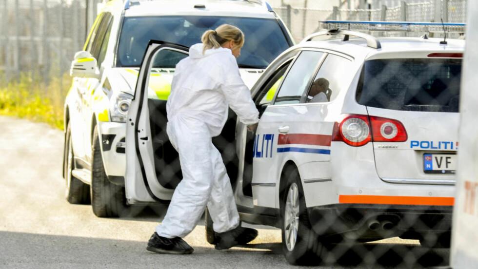 PERSON FUNNET DØD: Politiet har satt i gang etterforskning etter funn av en død person i et skogholt ved Heimdal i Trondheim fredag. Foto: Frank Valde / NTB scanpix
