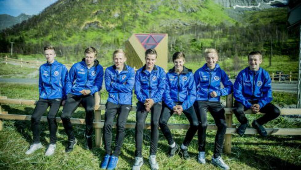 250 000: FK Senja reiser for første gang på Norway Cup. Det koster intet mindre enn 250 000 kroner. Fra venstre: Erling Karlsen (16), Tobias Johansen (16), Svein Håkon Bjørkli Jansen (15), Jon Atle Jakobsen (15), Fredrik Johansen (15), Henrik Jonsgård (16)  og Torgeir Berntsen (16). Foto: Thomas Rasmus Skaug / Dagbladet.