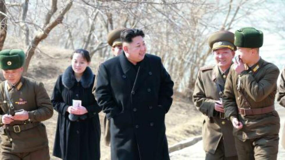 UKJENT: Inntil nylig har veldig lite vært kjent om den mindre søsteren til statsoverhodet. Kim Yo-jong har heller ikke vært mye i rampelyset, men i de siste månedene har hun blitt mer synlig. Hun antas å være 27 eller 28 år gammel, og hun skal også være gift med sønnen til partisekretæren. Foto: EPA/KCNA SOUTH KOREA / NTB SCANPIX