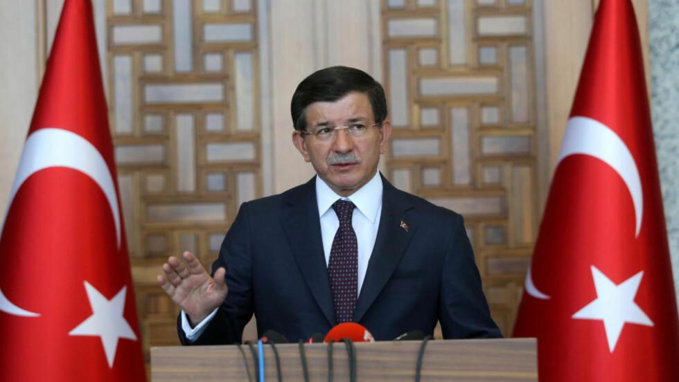 GÅR TIL AKSJON:  Statsminister Ahmet Davutoglu holdt fredag en pressekonferanse om landets militære aksjoner mot IS og PKK.  Foto: Depo Photos/ABACAPRESS.COM