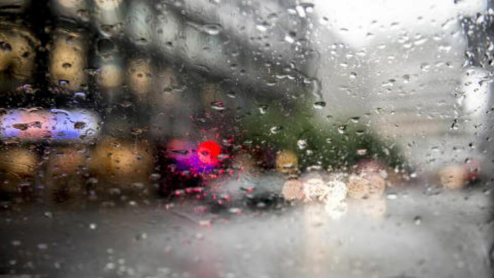 OSLO VED UKESLUTT:  Slik blir det fram til søndag kveld - best på innsiden av bilruta. FOTO: THOMAS RASMUS SKAUG, DAGBLADET.