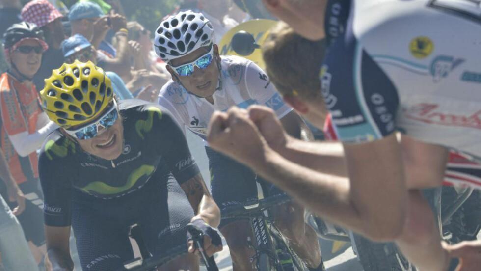 INGEN WINNER: Selv med Winner Anacona som hjelp, ble forspranget som Chris Froome først og fremst fikk i den første uken, for stort for Nairo Quintana. Foto: AFP PHOTO / JEFF PACHOUD