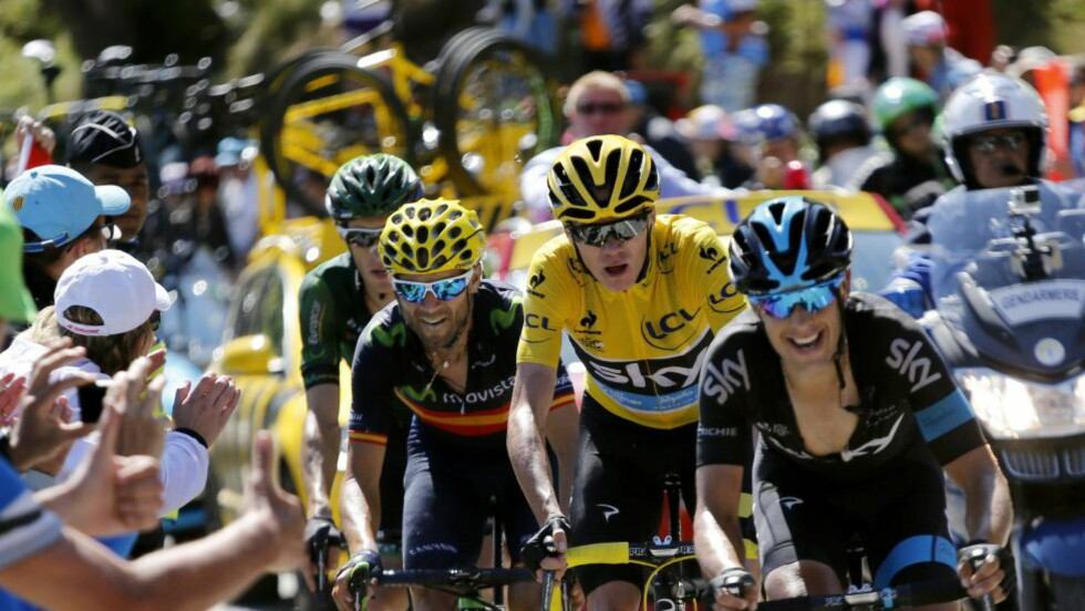 TRENGER NOEN EN SYKKEL? En tilskuer rappet med seg Richie Portes reservesykkel på toppen av La Pierre-Saint-Martin. Det gikk greit, helt til han forsøkte å selge sykkelen verdt 100 000 kroner på pub.  EPA/KIM LUDBROOK