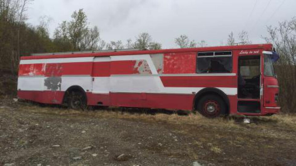 DUMPET: En utrangert buss. Foto: Willy-Einar Hågensen