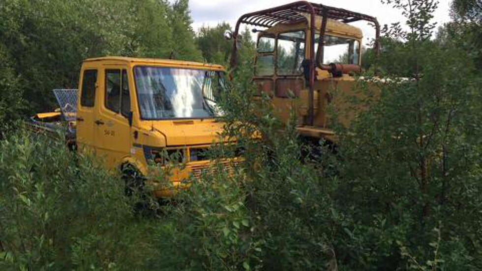 DUMPET: Disse nyttekjøretøyene har ikke vært nyttige på en stund. Foto: Willy-Einar Hågensen