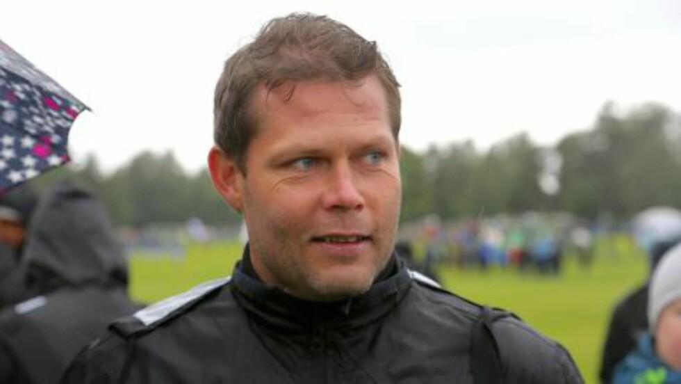 FORNØYD SJEF:: Tommy Nilsen har drevet Karanba siden 2006. Laget er en av de faste utenlandslagene i Norway Cup. Foto: Odd Roar Lange