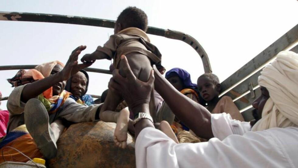 KRISERAMMET LAND: Tsjad har bare 500 leger, og malaria, underernæring og meslinger er utbredt. Flyktninger strømmer også til landet. Foto: Hege Opseth / Kirkens Nødhjelp / SCANPIX .