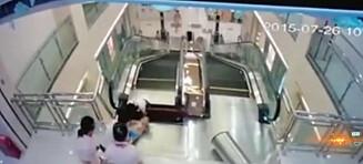 Kvinne reddet sin to år gamle sønn før hun ble dratt i døden av ei rulletrapp