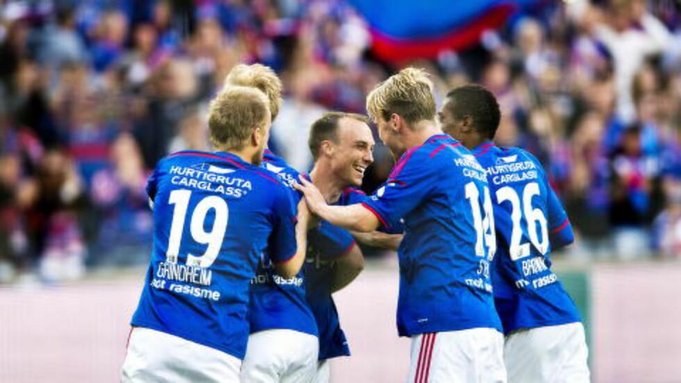 FEIRET: VIF-gutta kan feire at de ligger på 2. plass i Tippeligaen.  Foto: John T. Pedersen / Dagbladet