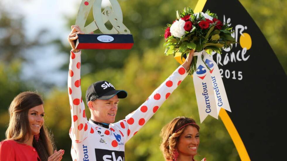 HAR ALDRI SKJEDD FØR: Chris Froome er den første Tour de France-vinneren som har stått med den rødprikkete klatretrøyen på podiet i Paris. Foto: Tim de Waele (©TDWSport.com)