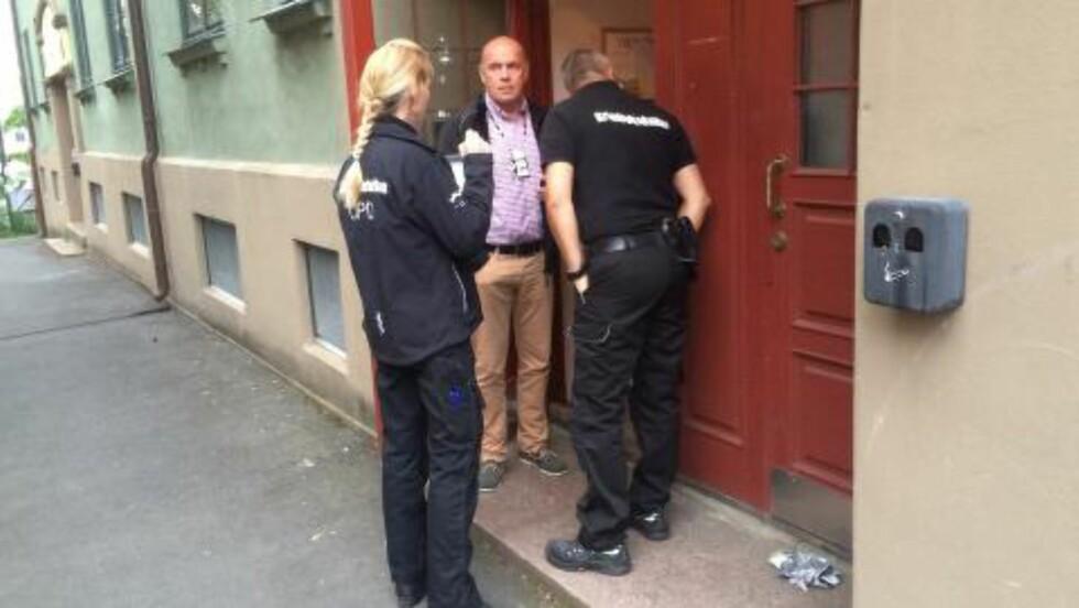 KRIMTEKNIKERE PÅ PLASS:  Krimteknikere er på plass for å sikre spor. Foto: Ådne Husby Sandnes