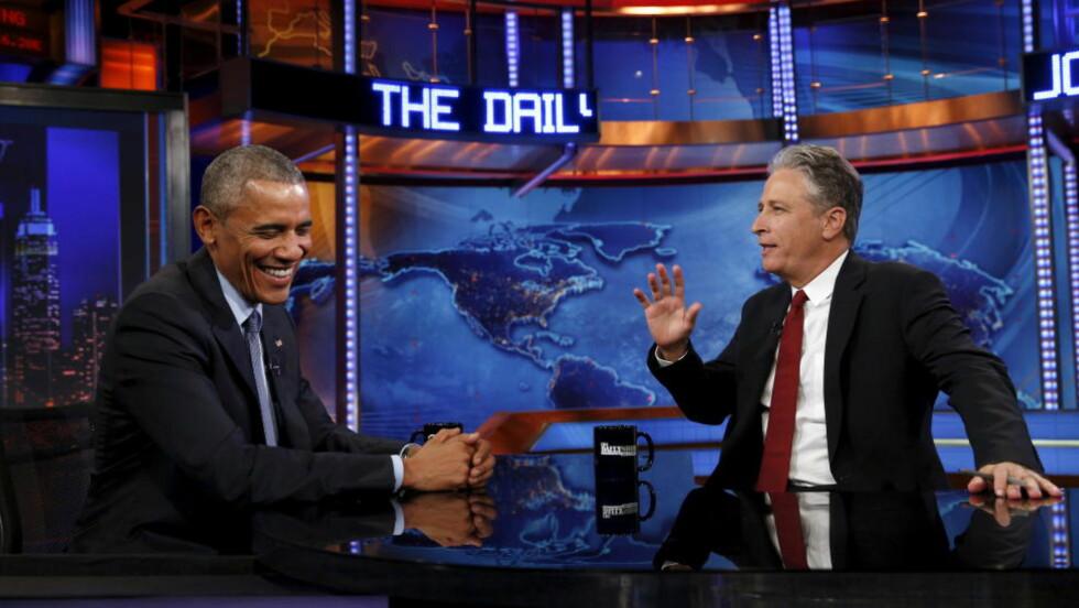 BESØKER HVERANDRE: USAs president Barack Obama har vært på «The Daily Show» sju ganger. Nå avslører et amerikansk politikkmagasin at Stewart også har vært på besøk hos Obama. Dette fordi Det hvite hus ville ta nytte av Stewarts politiske makt. Foto: NTB Scanpix
