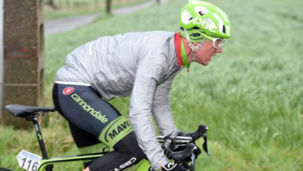 FORFERDELIGE FORHOLD: I Gent-Wevelgem fikk Kristoffer Skjerping virkelig oppleve tøffe værforhold. Flere blåste regelrett av veien under den belgiske klassikeren. Foto: Slipstream Sports