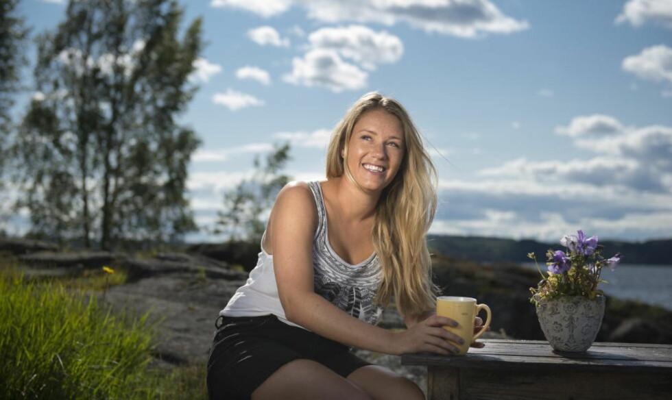 SNAKKER UT: Ida Fladen trives på farens hytte i Øyeren. Hun har lagt tunge tider bak seg. Foto: Lars Eivind Bones / Dagbladet