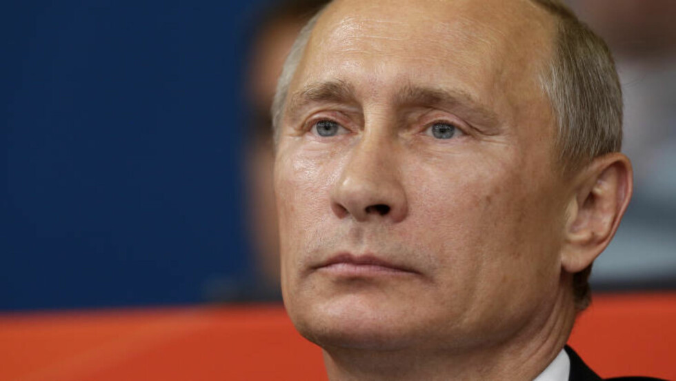 SMILER IKKE: Russlands president, Vladmir Putin, var trolig ikke fornøyd med avfyringen av missilet under marinenes årlige parade. Foto: AP Photo / Paul Sancya