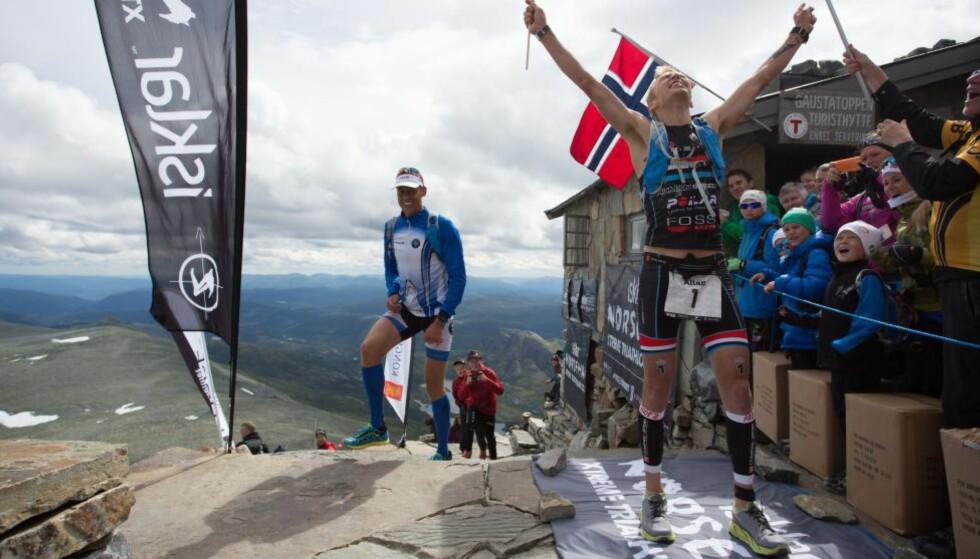 FEIRET:  Det ble en verst tenkelig start for Allan Hovda, men  på toppen av Gaustatoppen kunne han juble etter å ha sikret sin andre strake seier. Foto: Isklar Norseman Xtreme Triathlon