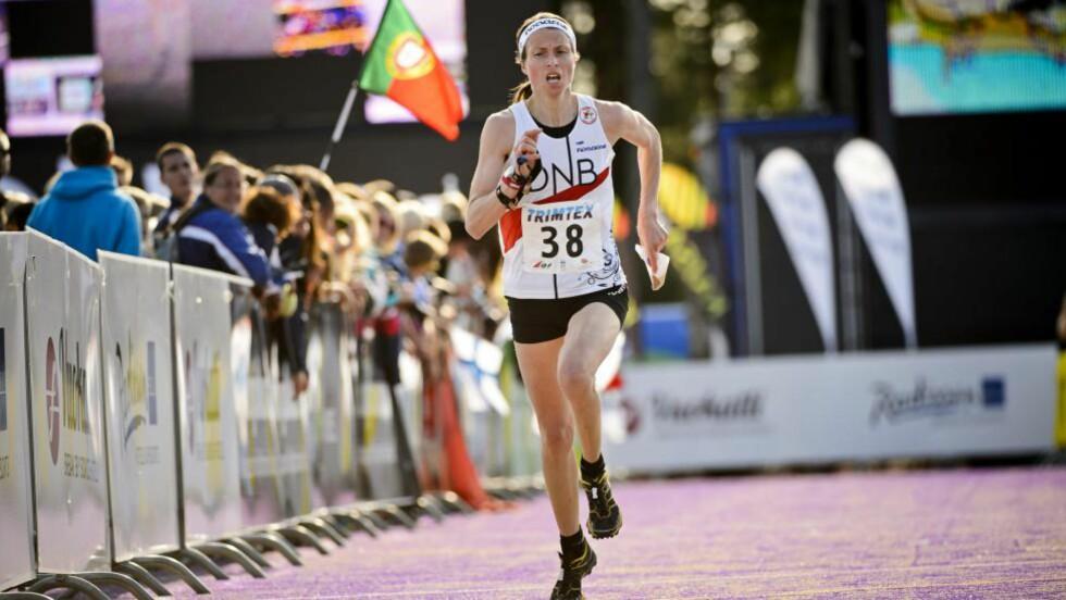 GOD ETAPPE:   Anne Margrethe Hausken løp Norge opp fra sjetteplass til sølvplass i sprintstafett.  Foto: NTB Scanpix
