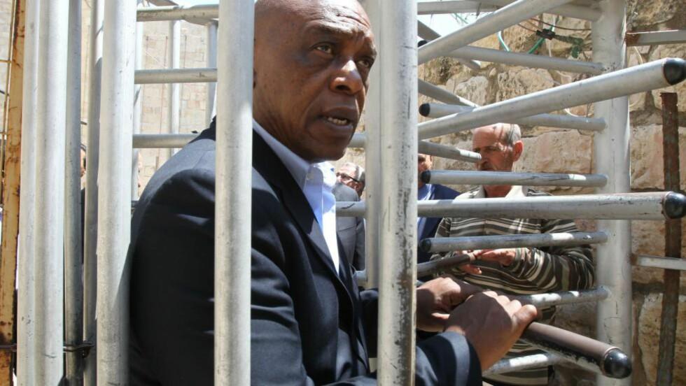 VURDERER Å STILLE:  Tokyo Sexwale var aktiv i kampen mot apartheid i Sør-Afrika. Nå vurderer han å stille som FIFA-presidentkandidat.  Foto: NTB Scanpix