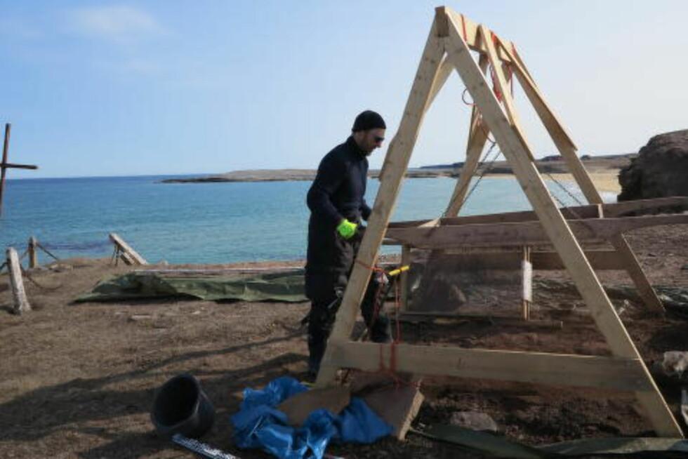 PROSJEKTLEDER:  Arkeolog ved Sysselmannen, Snorre Haukalid, ledet i sommer Bjørnøyas første arkeologiske utgravning. Foto: Sysselmannen i Svalbard