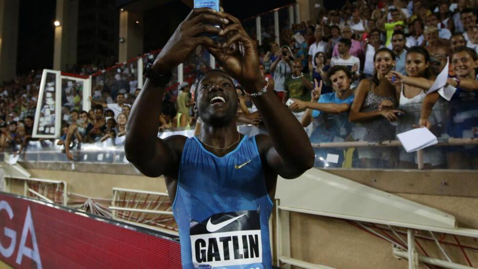 UTE AV FOKUS:  Seinest i fjor høst nominerte friidrettslederne selv den dobbelt dopingdømte Justin Gatlin til Årets ærespris 2014. Det ser ut til å straffe seg. FOTO:  AFP/ Valery Hache.
