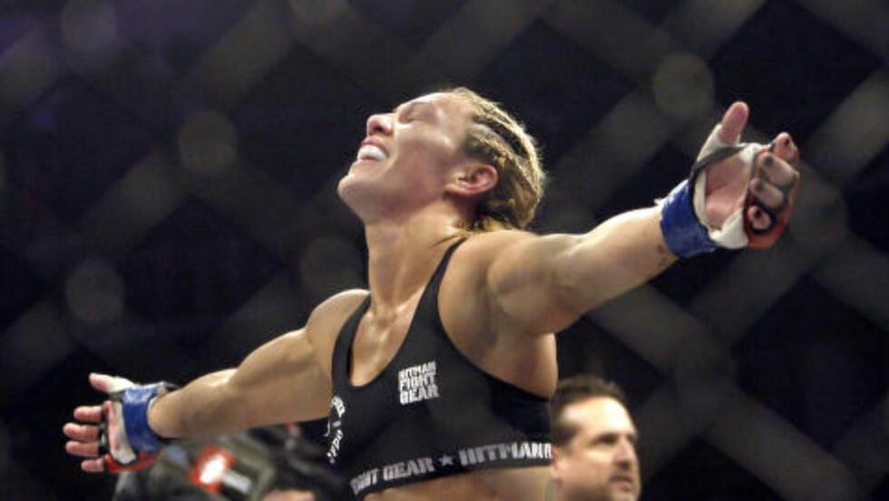 MOTSTANDER?: Med hennes nåværende statistikk er det uklart hvem, om noen, som kan gi Rousey skikkelig kamp om tittelen, men et alternativ er Cris «Cyborg» Justino. Foto: AP Photo/Jeff Chiu/NTB Scanpix
