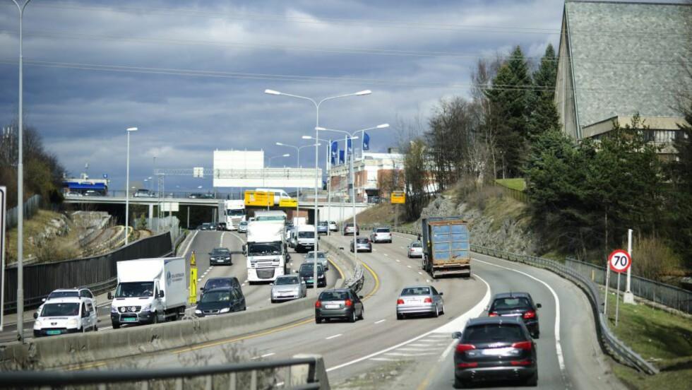 EUROSKILT: Tjener gode penger på å levere skilt som dirigerer trafikken. Foto: EIVIND YGGESETH, FINANSAVISEN