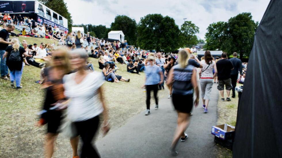 HØYDEPUNKT: Øyafestivalen er sommerens høydepunkt for mange, men har begrenset publikumskapasitet i Tøyenparken i Oslo. Det vet billetthaier å gjøre profitt på. Foto: Christian Roth Christensen / Dagbladet