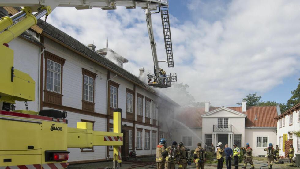 FRYKTER UNIKE INSTRUMENTER SKAL GÅ TAPT: Ringve musikkhistoriske museum brant i dag. Foto: Ned Alley / NTB scanpix