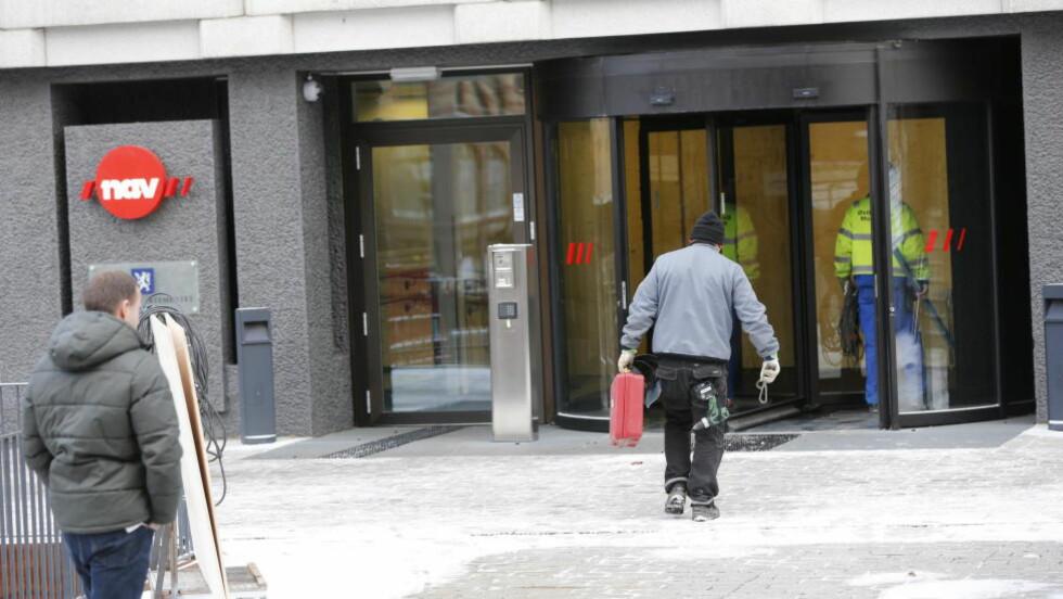 REISER IKKE HJEM: Antall arbeidsledige innvandrere i Norge har skutt i været. Svenskene drar hjem, mens østeuropeerne blir i landet når de mister jobben, sier forsker Bernt Bratsberg. Foto: Lise Åserud / NTB Scanpix