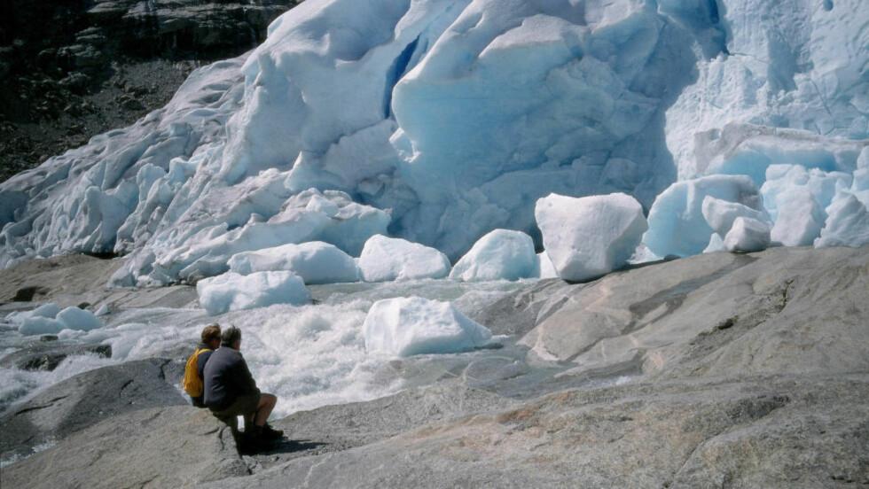 REKORDRASK SMELTING: Verdens isbreer smelter raskere enn noen gang tidligere siden systematiske målinger begynte, ifølge en ny studie. Foto: Trond Tandberg / NTB Scanpix