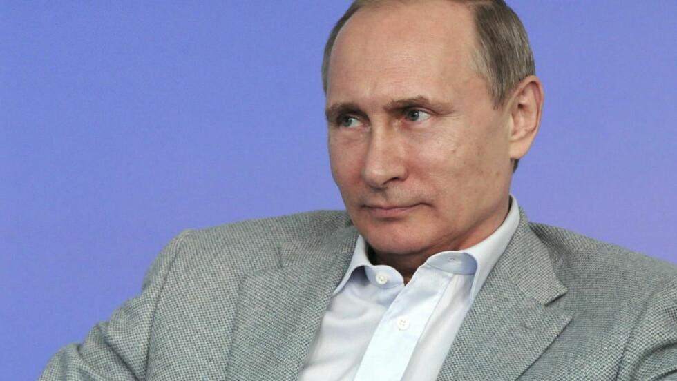 SENDER UT SVENSK DIPLOMAT: President Vladimir Putin har kastet ut en svensk diplomat fra Russland. Det skjer kort tid etter at Sverige nylig sendte ut en russisk diplomat. Russland har foreløpig ikke kommet med en forklaring på utkastelsen. Foto: Mikhail Klimentyev/Reuters/NTB Scanpix
