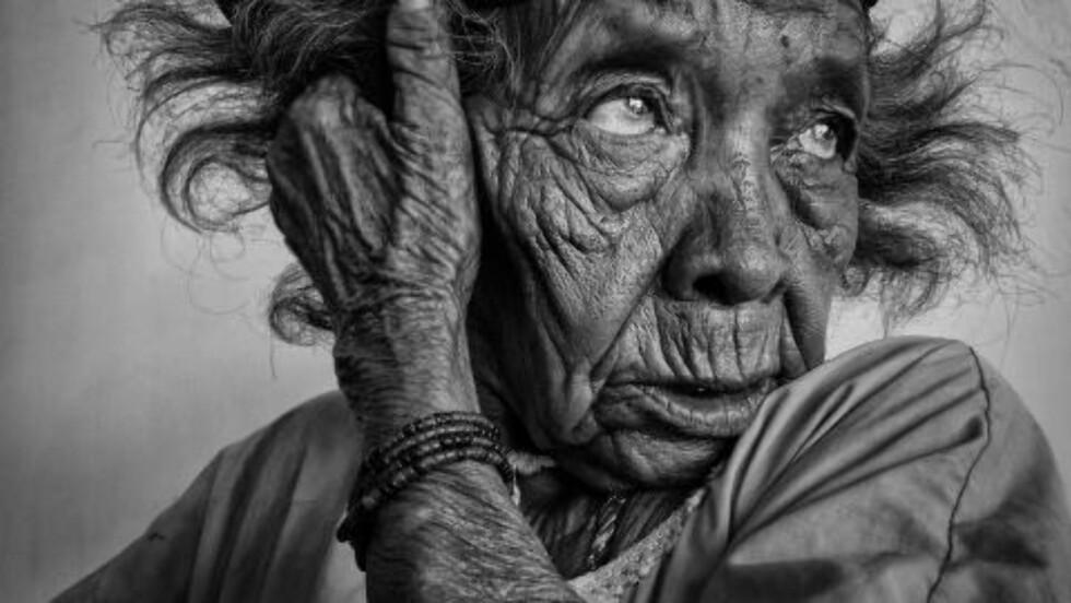 COLOMBIA: Johnny Haglund tok dette bildet av en dame i Colombia. Bildet gikk til topps i kategorien «One Shot Monochromal». Foto: JOHNNY HAGLUND / WWW.TPOTY.COM